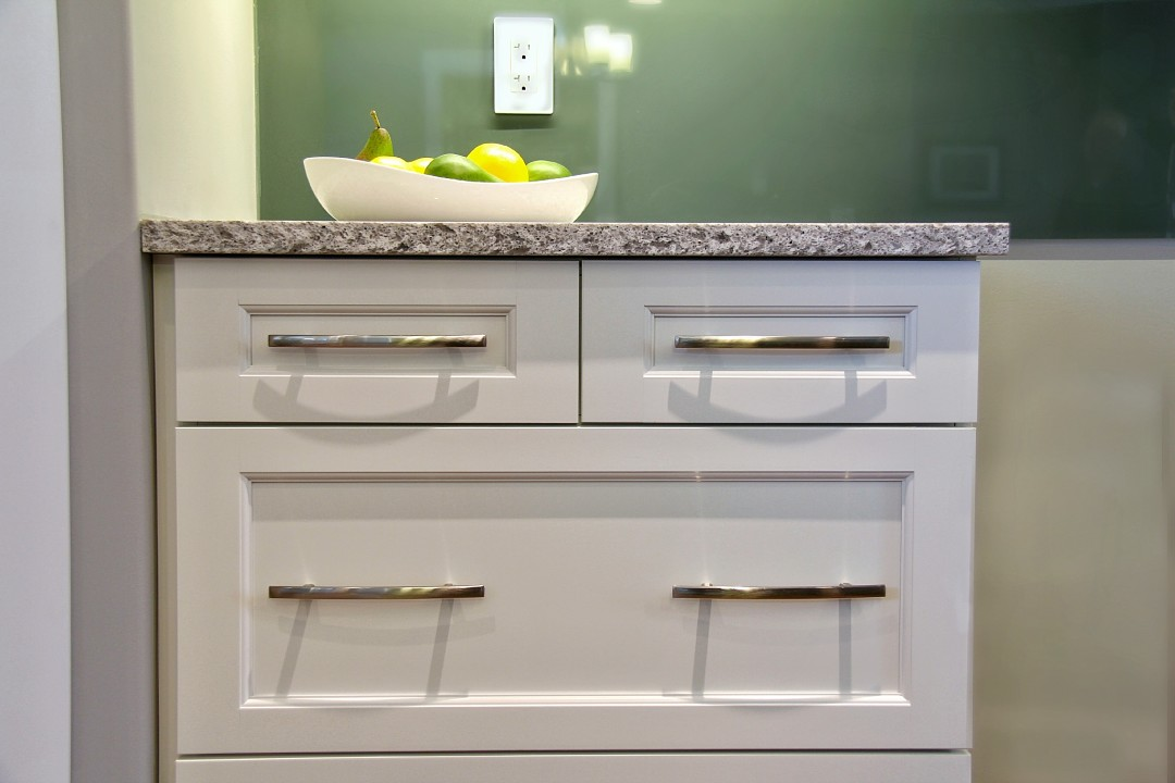 White Shaker cabinets with brushed nickle door handles