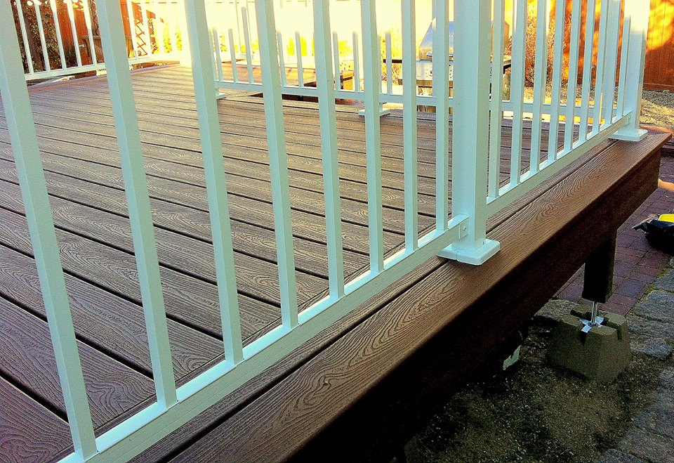 Custom composite deck, double border, white aluminum railing